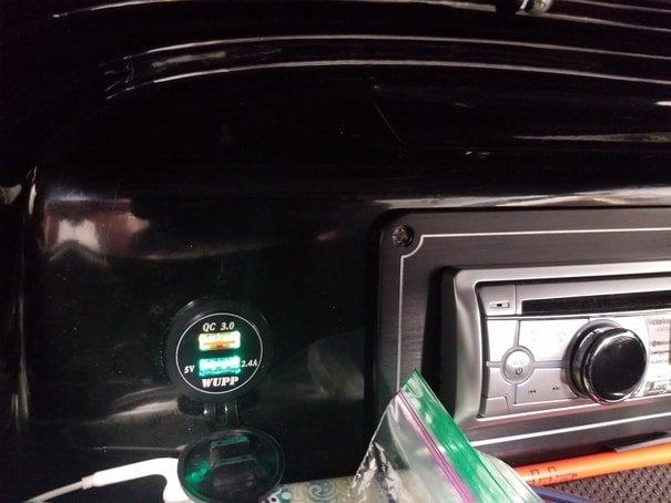 Glove box USB installed.jpg
